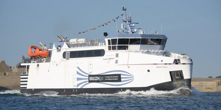 Bateau assurant la ligne régulière entre Lorient Groix.