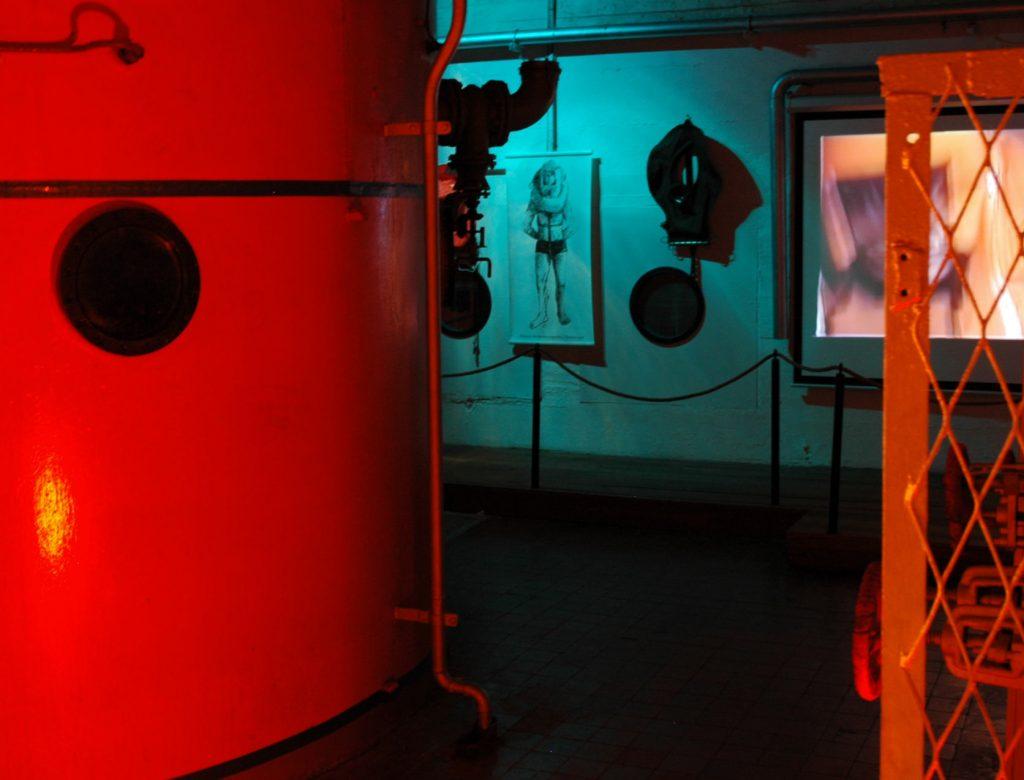 Caisson dans une des salles du musée sous-marin à Lorient La Base.