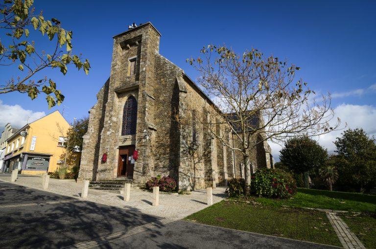 Inzinzac-Lochrist, extérieur de l'église Saint-Pierre