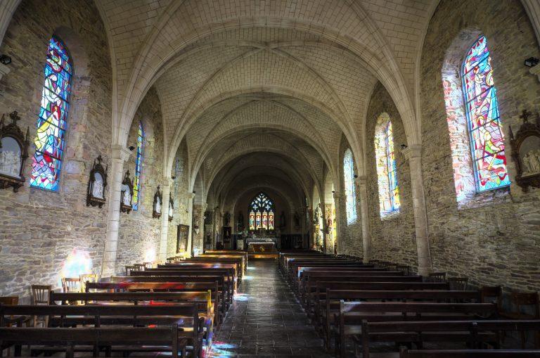 Inzinzac-Lochrist, interieur de l'église Saint-Pierre