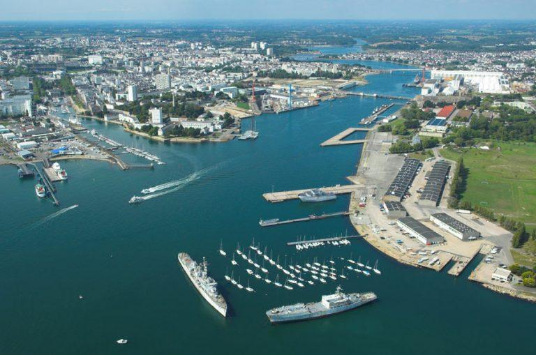 Lorient et Lanester, le port militaire vu du ciel.