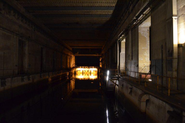 Portes étanches d'une alvéole du bloc K3 de l'ancienne base de sous-marin à Lorient.