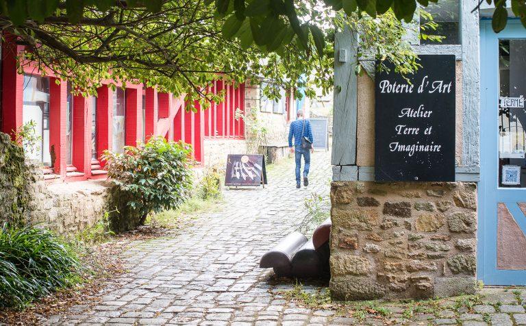 Les rues piétonnes de Pont Scorff et ses galeries d'art