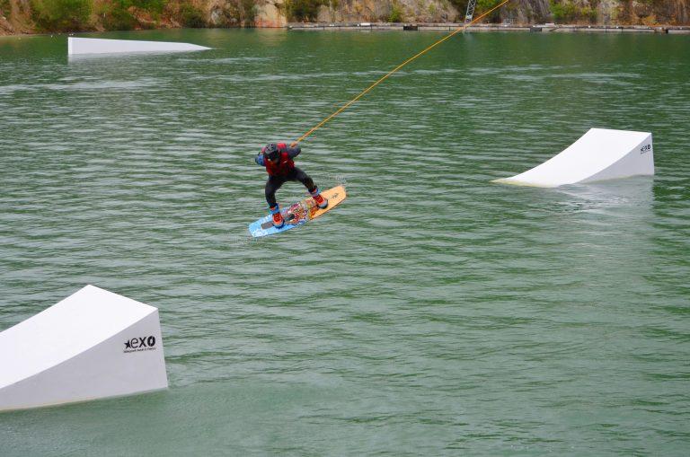 saut acrobatique téléski nautique à Inzinzac-Lochrist