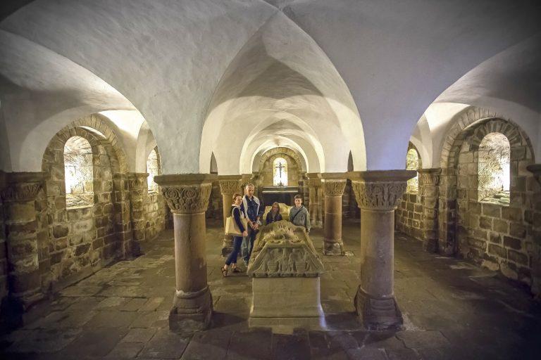 Abbaye Sainte-Croix de Quimperlé et sa crypte du XIe siècle.