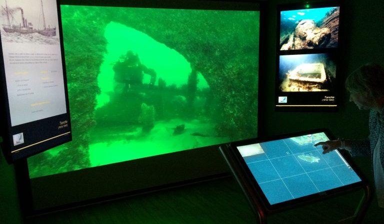 Borne interactive et films sur les épaves, à Lorient