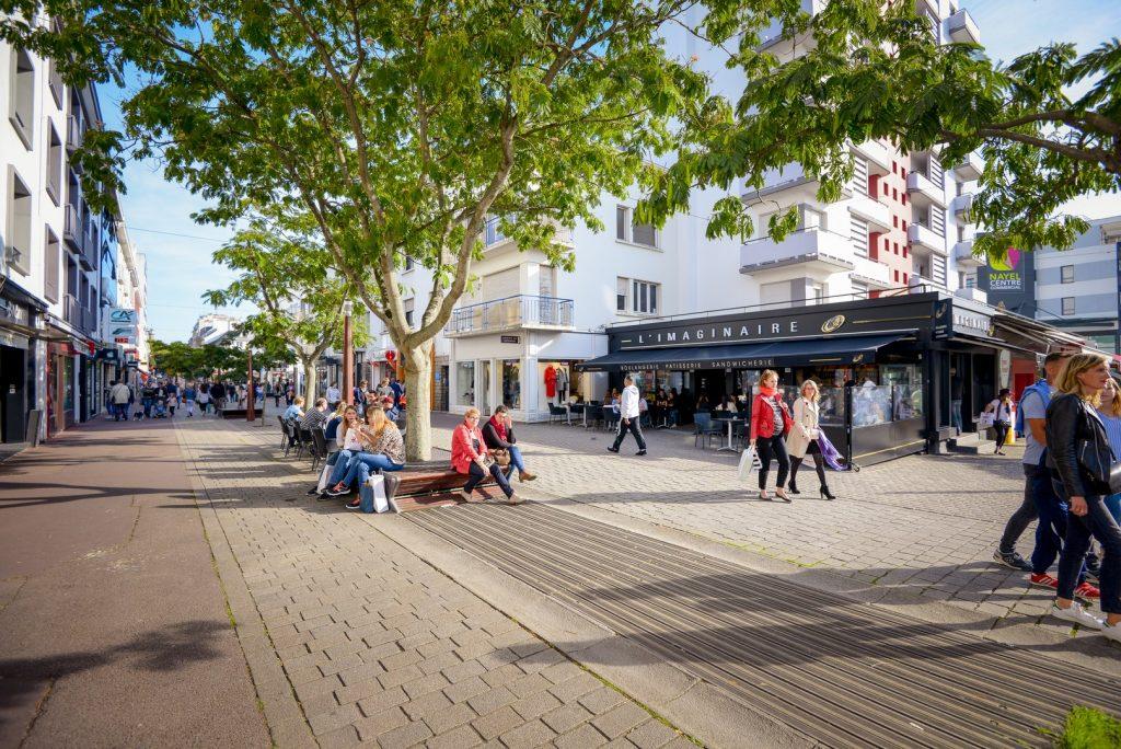 Rue du Port, rue piétonne aux nombreux commerce