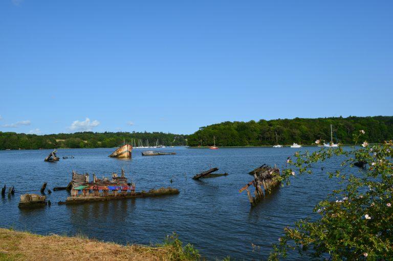 Cimetière de bateaux dans la vallée du Blavet, à Lanester.
