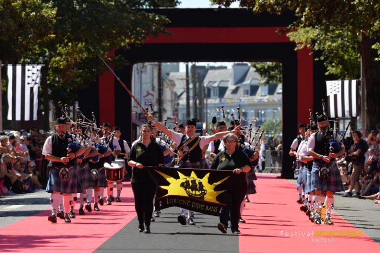 Festival Interceltique. Grande Parade à Lorient.