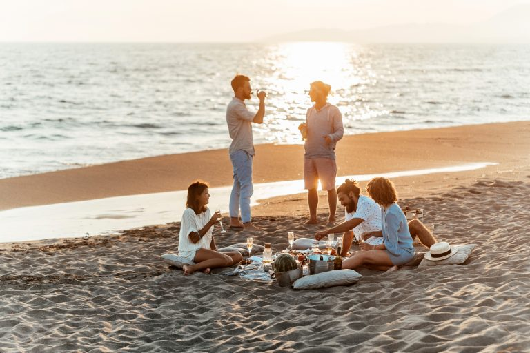 Lorient, fin de journée entre amis sur la plage