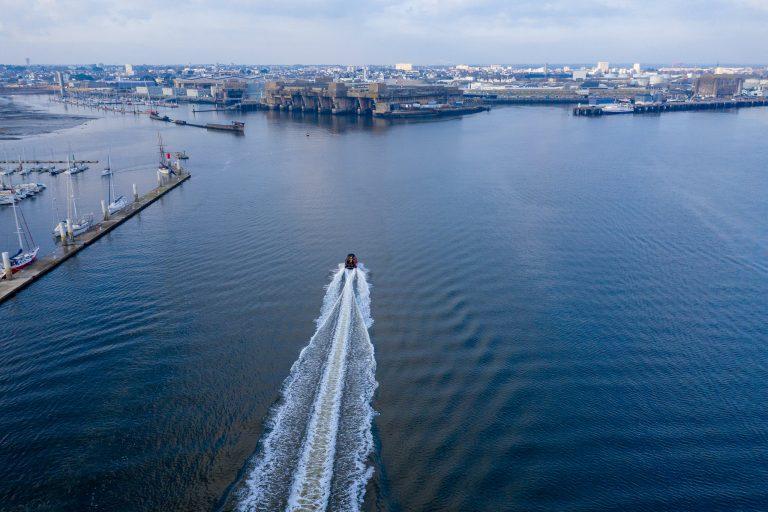 Vue aérienne de l'entrée de la rade de Lorient avec vue sur La Base et le bloc K3