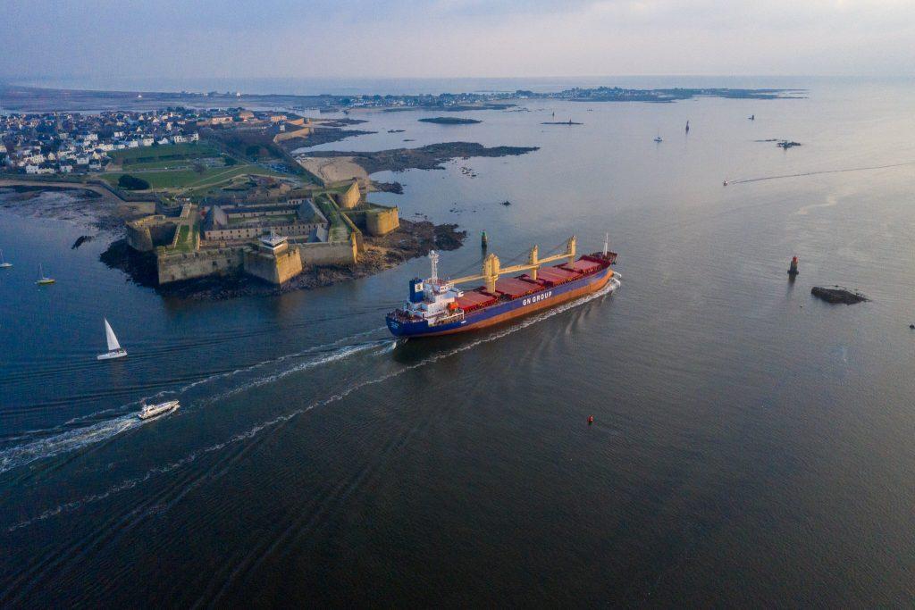 Vue aérienne de l'entrée de la rade de Lorient avec vue sur la Citadelle de Port-Louis