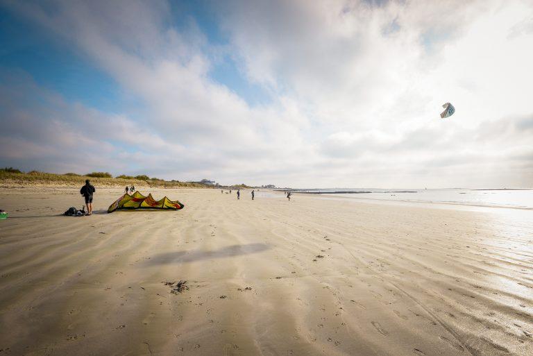 Larmor-Plage, Kitesurf sur la plage de Kuerguélen