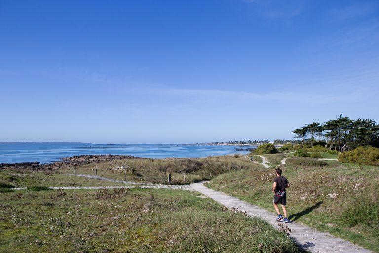 Course à pied le long du littoral à Larmor-Plage