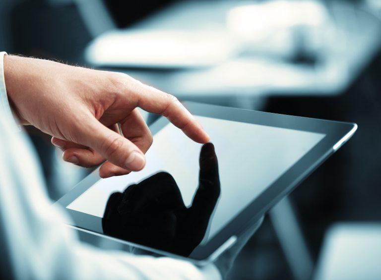Consultation sur une tablette tactile, Caudan