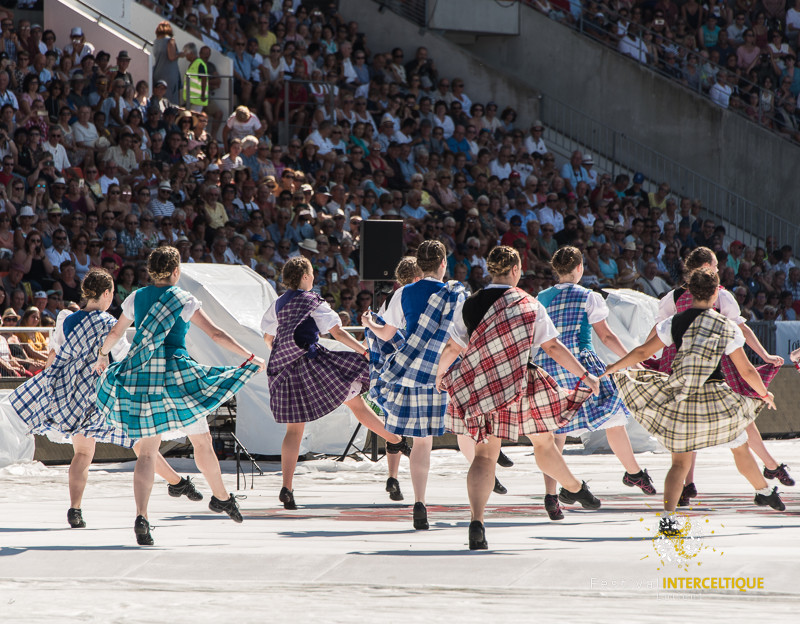 Festival Interceltique de Lorient. Danses au stade du Moustoir.