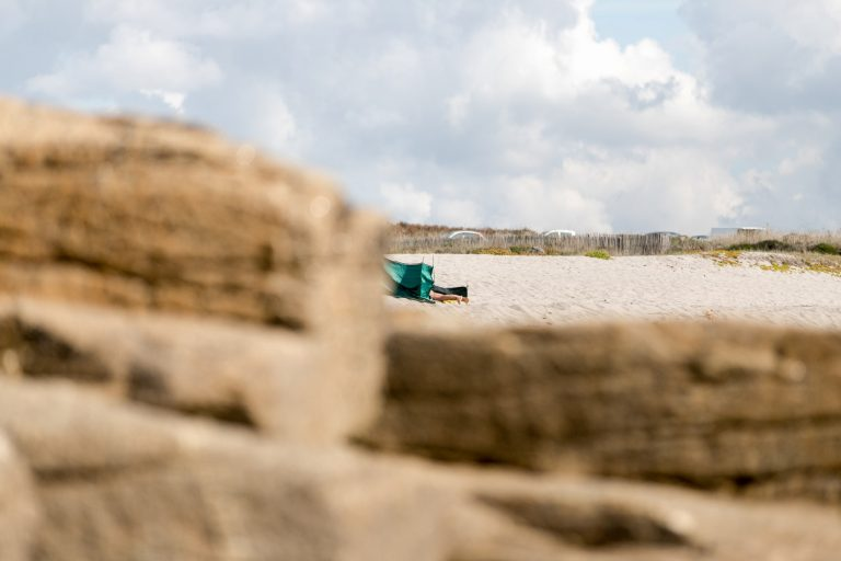 La plage des Kaolins à Plœmeur.
