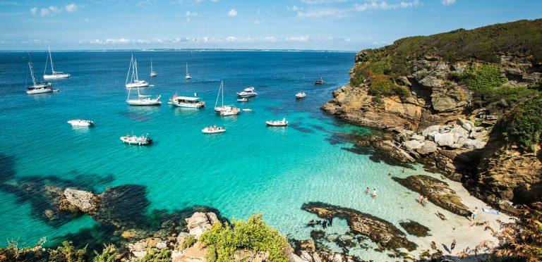 Ile de Groix, voiliers face à la plage