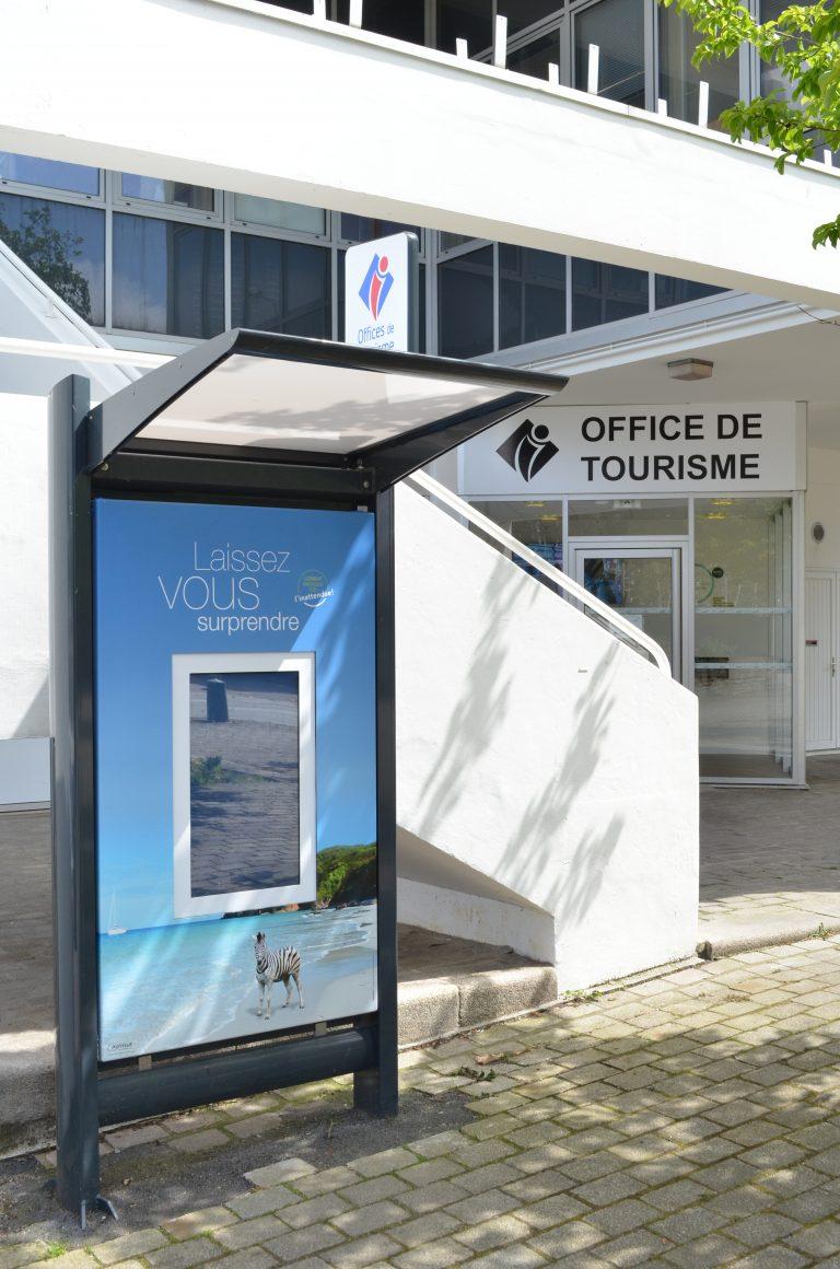 Point information extérieur de l'office de tourisme de Lorient.