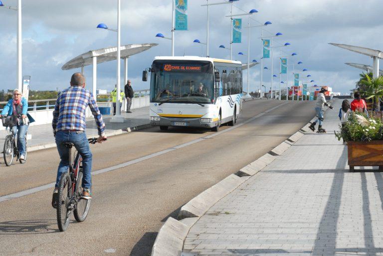 Le Pont des Indes et sa voie partagée bus, vélo, voiture à Lorient.