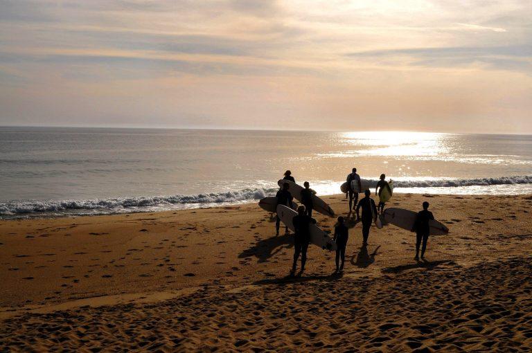 Ecole de surf a Fort Bloqué au coucher du soleil