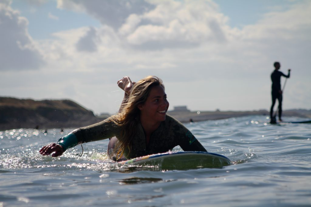 Guidel, Surfeuse en longboard