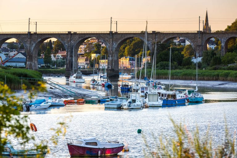 Voiliers face au pont à Hennebont