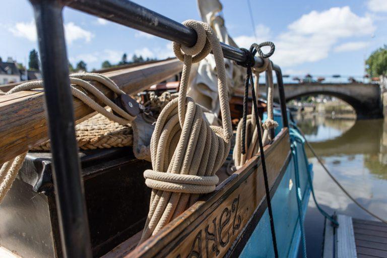 Au Fil de l'eau propose des excursions à bord de son voilier hollandais, le Korriganez.