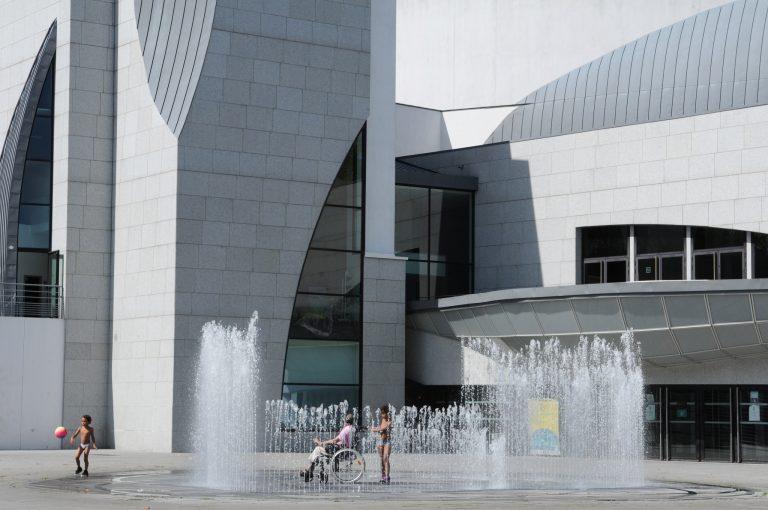 Fontaine sur le parvis du Grand Théâtre de Lorient