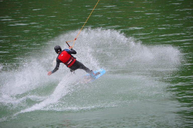 Séance de wakeboard au West Wake Park d'Inzinzac-Lochrist
