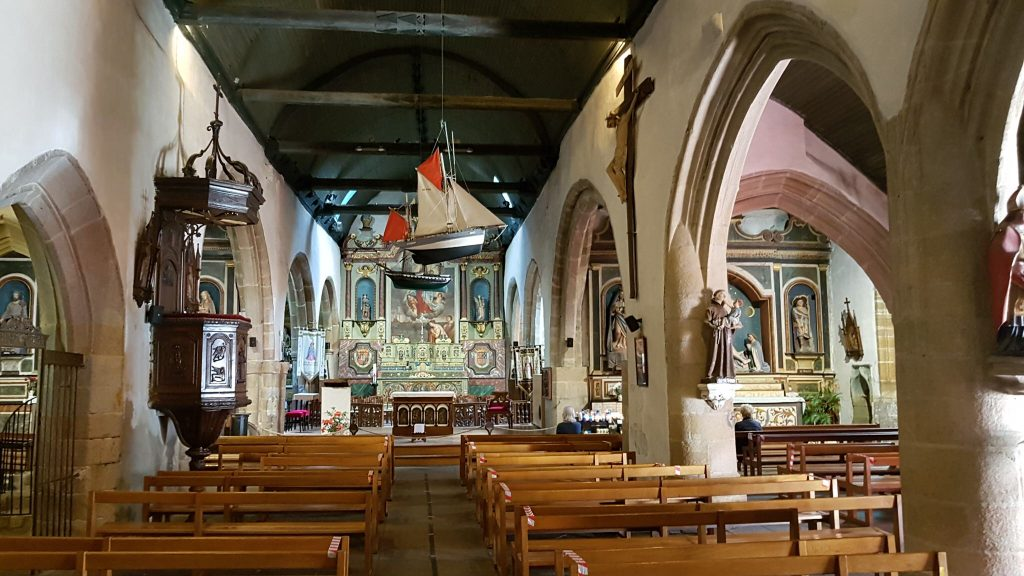 Larmor-Plage - Ex-voto à l'intérieur de l'église Notre Dame de Larmor