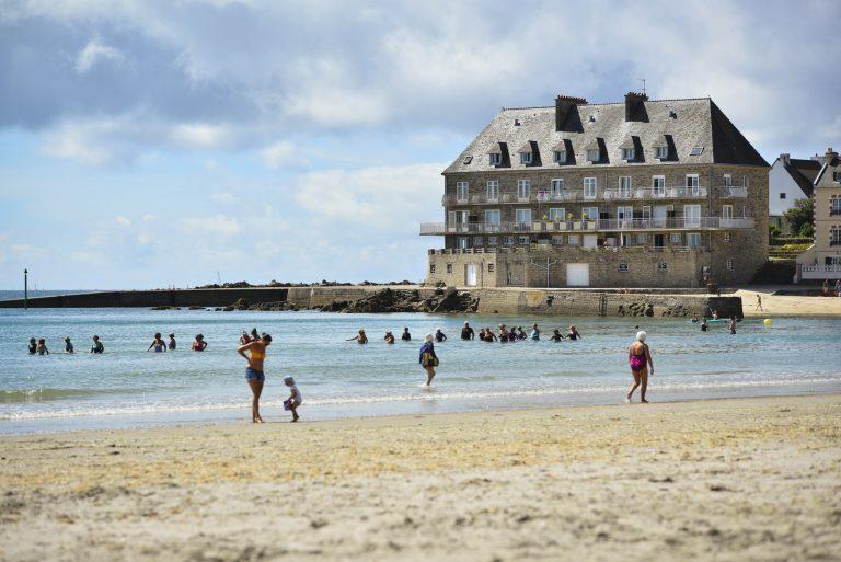 Larmor-Plage, marche aquatique sur la plage de Toulhars.