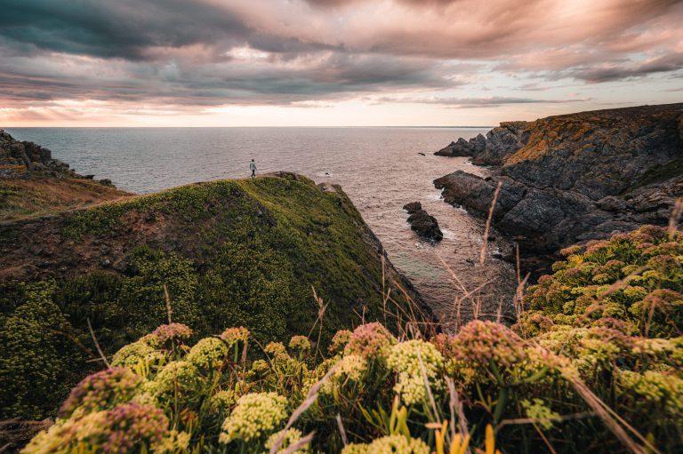 Coucher de soleil sur la mer, vue des falaises de l'île de Groix