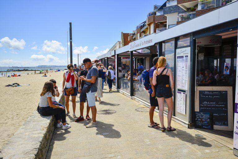 Choisir son restaurant face àsur la promenade de Port-Maria à Larmor-Plage