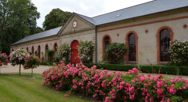 Entrée fleurie du Haras National à Hennebont