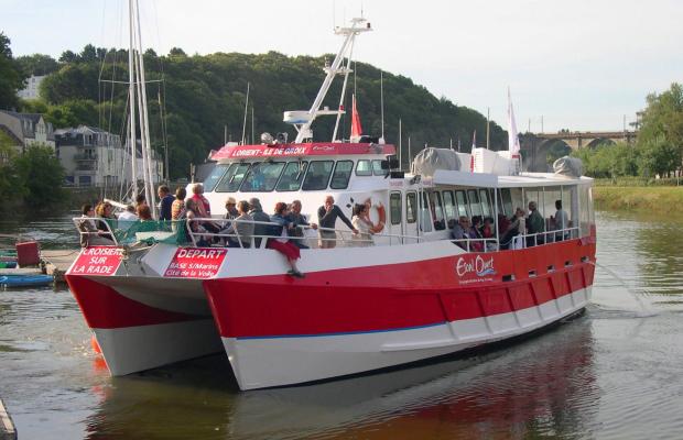 Passagers se rendant au marché d'Hennebont, par le Blavet, en bateau.