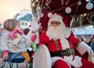 Balade en calèche avec le Père Noël dans les rues de Lorient