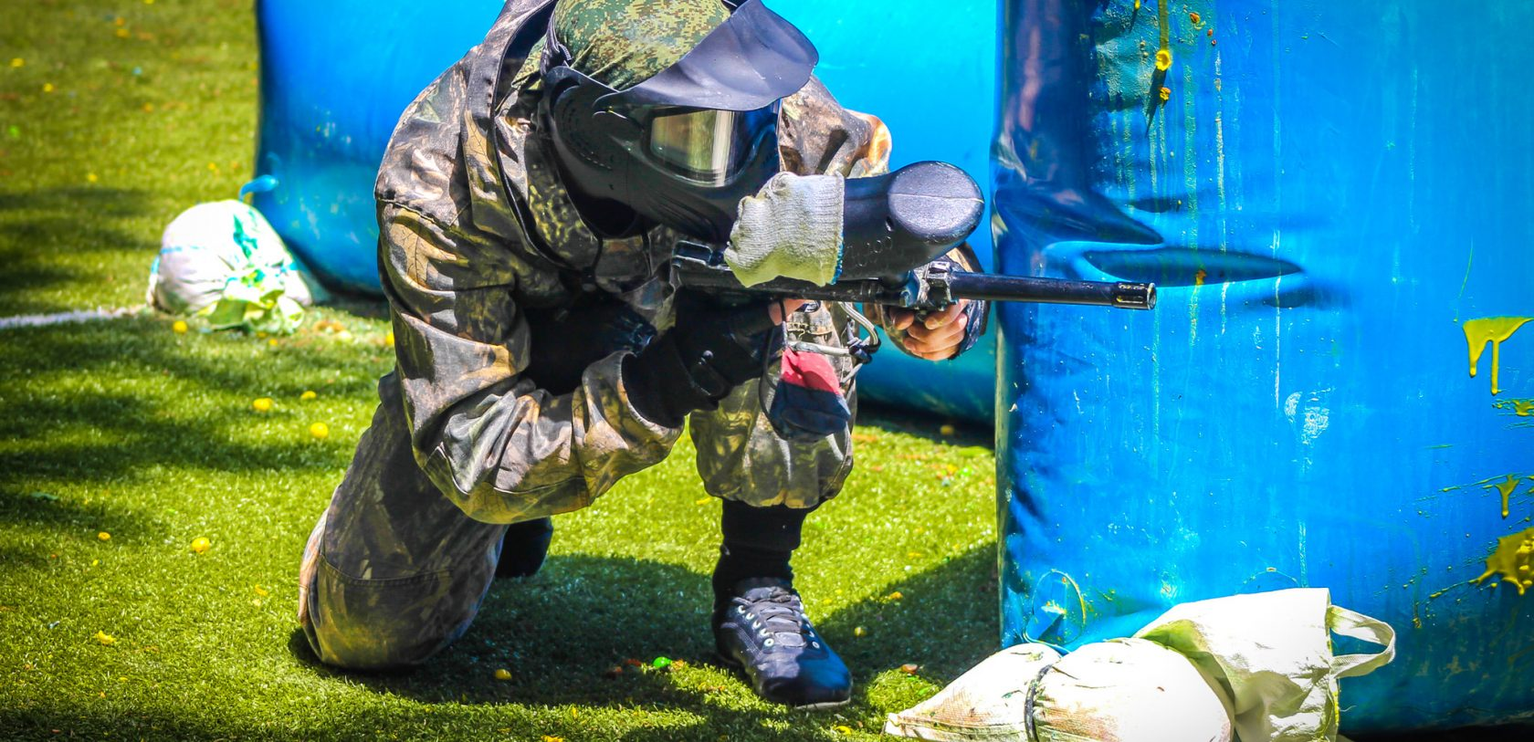 2048 lanceur de paintball en position ©shutterstock_