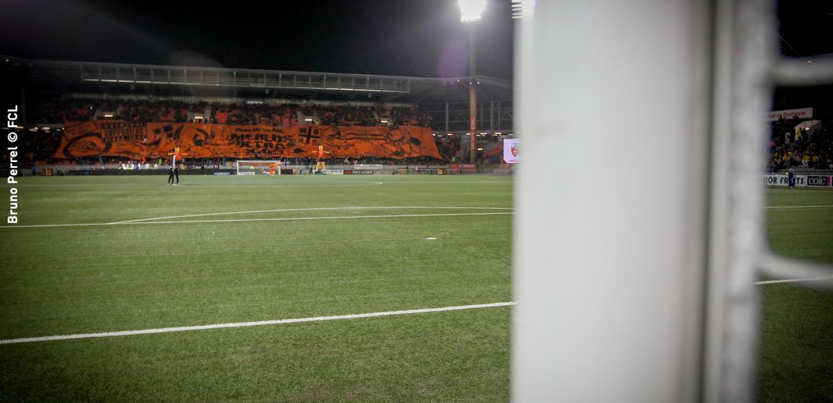 Tifo dans les tribunes du stade, FCL