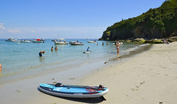 Baignade à la plage des Grands Sables à l'Ile de Groix.
