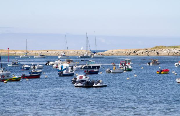 Bateaux dans l'anse de Locmaria, Ile de Groix.