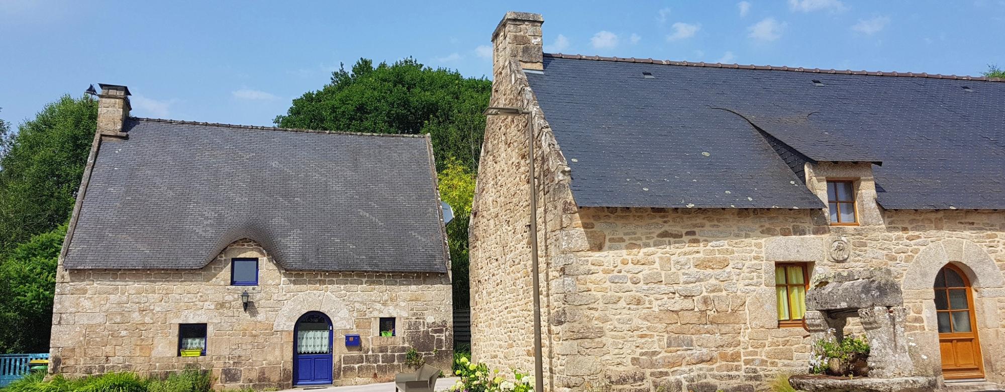 Bubry, les chaumières du village de Saint Yves