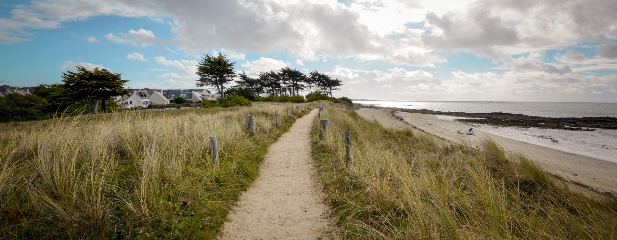 Chemin en surplomb de la plage, Larmor Plage