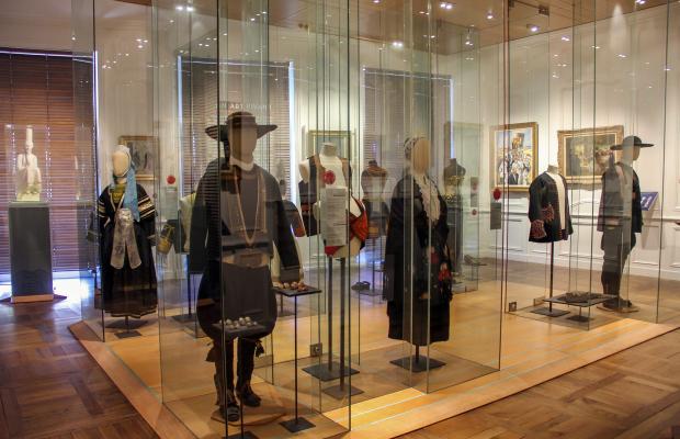 Donatienne-GUILLAUDEAU-CRTB-Quimper-Musee-Departemental-Breton-exposition-de-costumes-bretons-crtb-ad0294-2029_.jpg