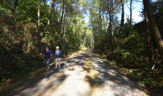 Couple en balade sur la voie verte de Ploemeur
