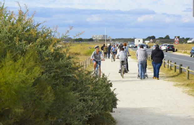 Sentier côtier sur la voie verte du littoral de Ploemeur
