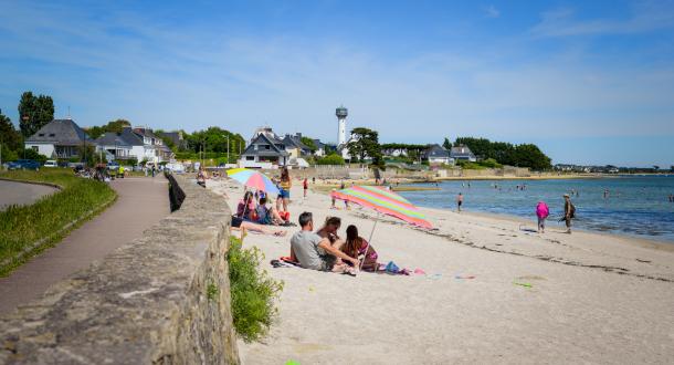 La plage de la cote rouge de Port-Louis Morbihan