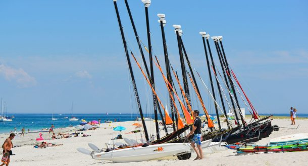 Location de catamarans sur la plage des Grands Sables à Groix.