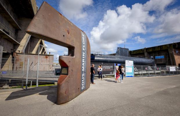 ©E. LEMEE. Entrée pour la billetterie du sous-marin Flore à Lorient La Base