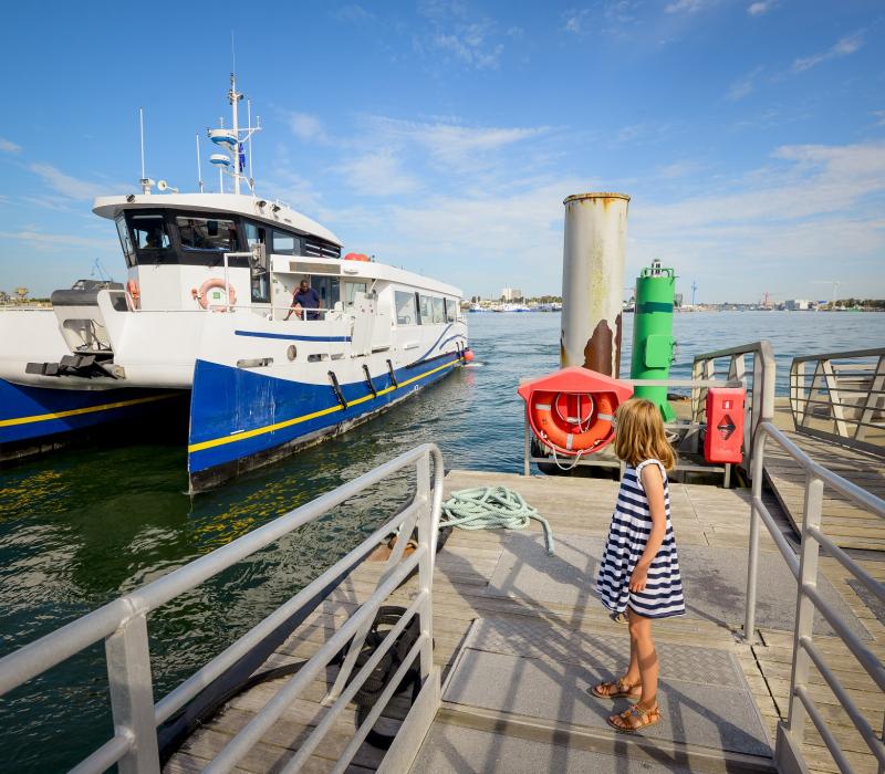 ©Emmanuel Lemée. Embarcadère pour prendre le batobus au port de Pen Mané à Locmiquélic
